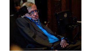 Avance. Hawking durante la conferencia que dio en Estocolmo el martes.