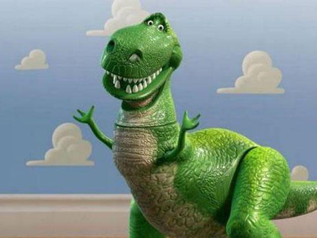 Se masturbó con un dinosaurio de juguete y se le atoró