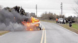 Incineró a su novio al incendiar el auto en plena ruta