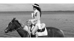 La sensual producción de La China Suárez con caballos