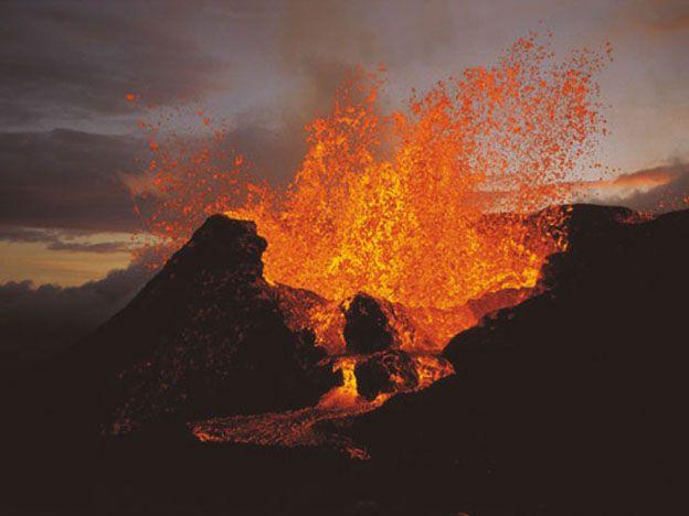 Impactantes imágenes de la erupción de un volcán