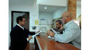 Los taxistas entregaron un petitorio con sus reclamos / Foto: Mauricio Centurión - Uno Santa Fe