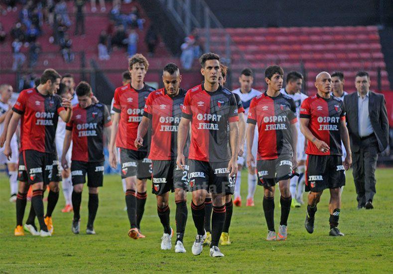 Colón buscará desesperadamente en Rosario sumar de a tres / Foto: Manuel Testi - Uno Santa Fe