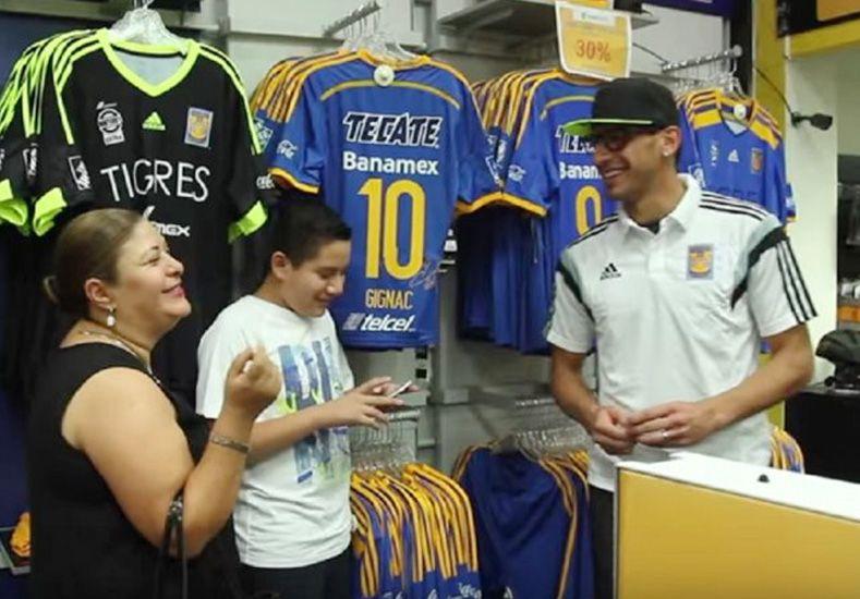 Un jugador de la Selección se disfrazó de vendedor y sorprendió a los clientes