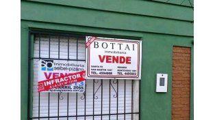 En infracción. Así se intervienen los carteles de aquellos que no están matriculados en el Colegio / Foto: Gentileza CCI Santa Fe