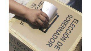 Dos detenidos por la quema de urnas en una escuela tucumana
