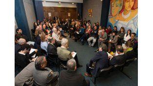 Reunión de la Mesa de Diálogo Social e Institucional. Al menos 25 oradores hubo durante la reunión que transcurrió durante cuatro horas.