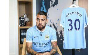 Súper cotizado: Otamendi fue presentado en el Manchester City