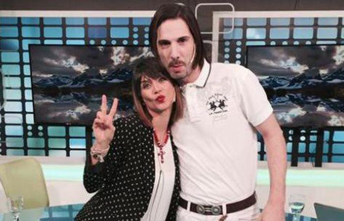 La foto de Amalia Granata con Javier Bazterrica generó mucha polémica.
