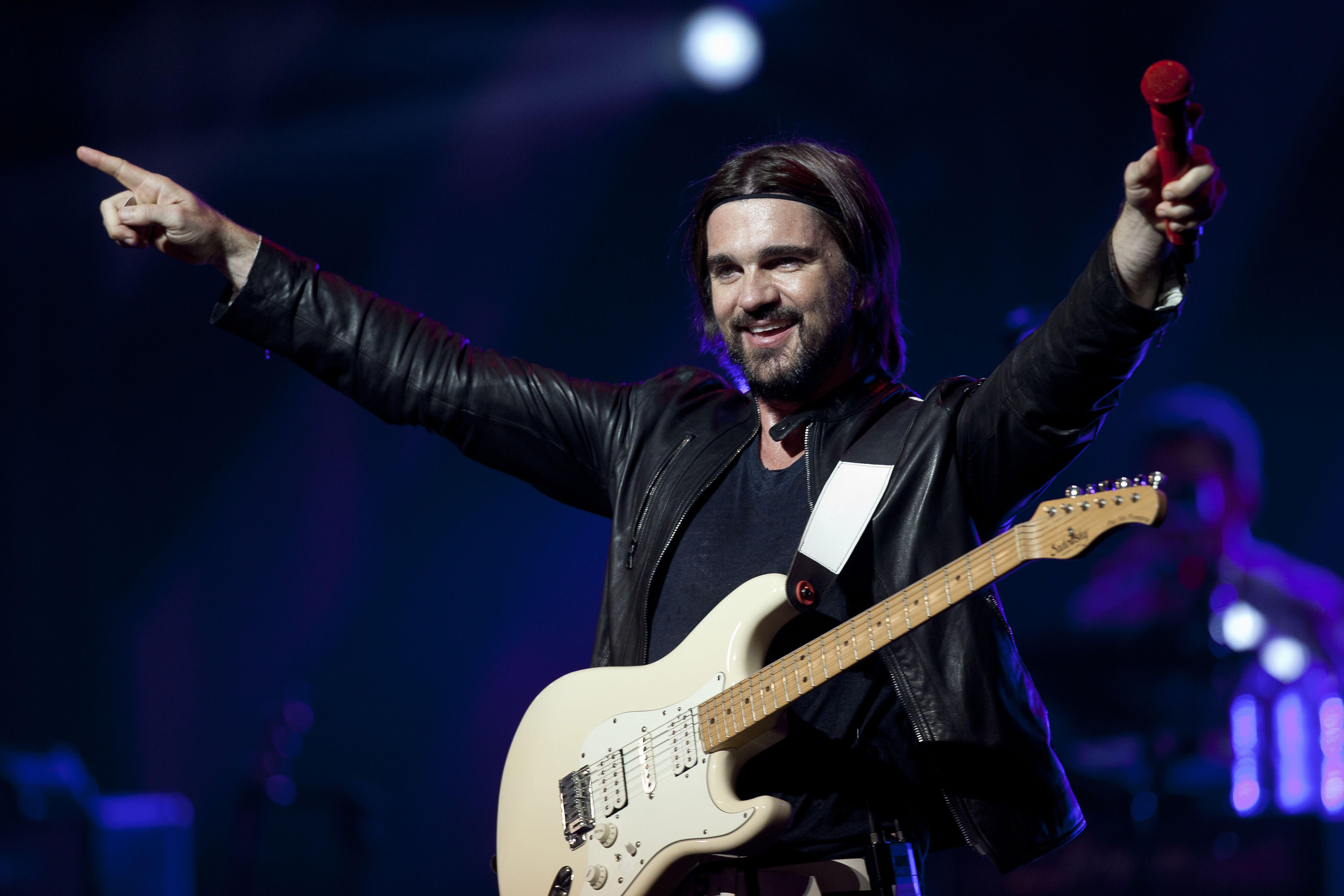 """El cantautor colombiano proclama que """"el mundo necesita más amor""""."""