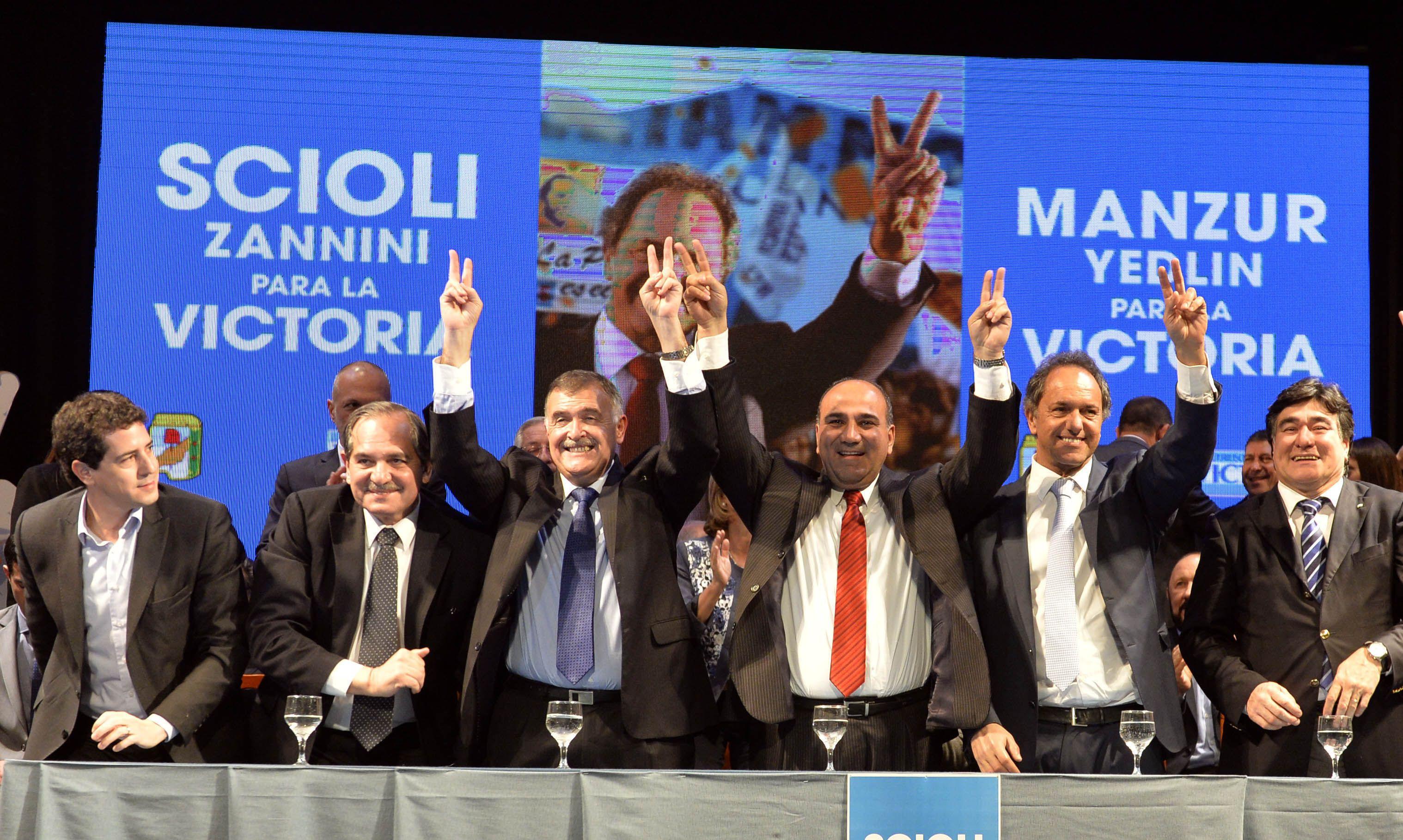Confianza. Scioli y Zannini participaron con gobernadores y funcionarios del acto de respaldo a José Manzur.