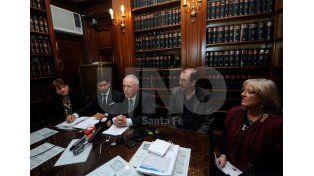 Oficial. La conferencia del juez Reinaldo Rodríguez; junto a Emilio Rosatti y Daniel Bonazzola / Foto: Mauricio Centurión - Uno Santa Fe