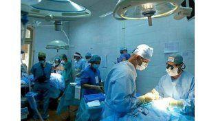 El primer hombre con un pene trasplantado será padre