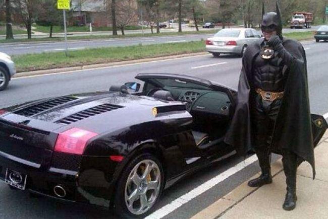 Murió Batman en un accidente con su batimóvil