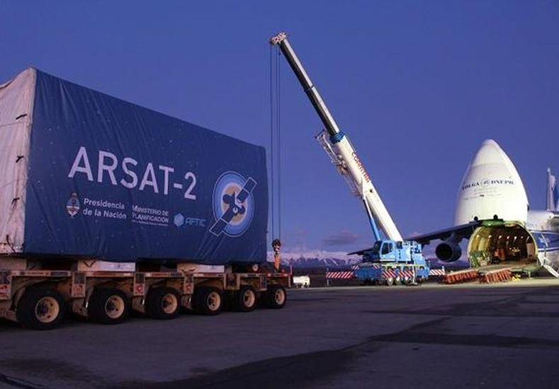 Avanza el nuevo satélite nacional: el Arsat-2 llegó al aeropuerto de Bariloche