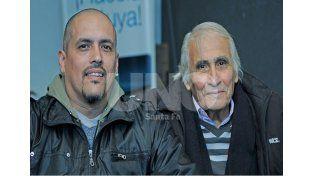 La postal de un sabio junto a su hijo Juan Manuel