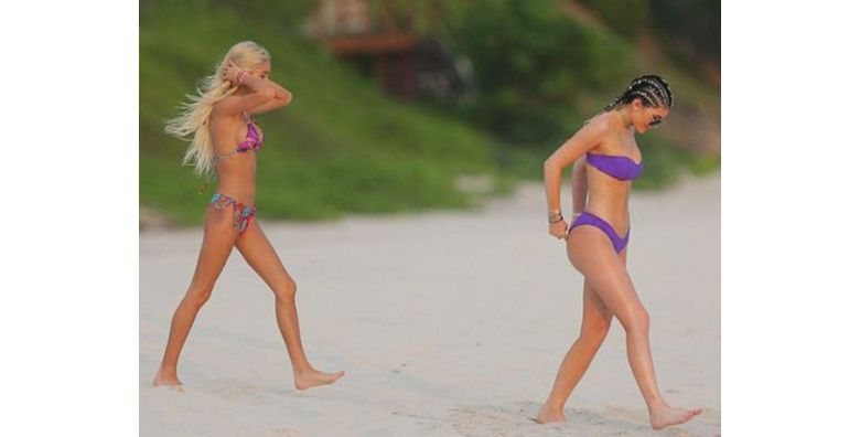 Kylie Jenner se puso un bikini muy chico o su cola es muy grande