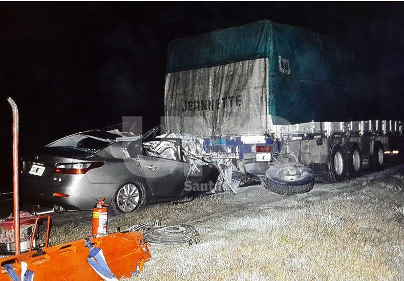 Murieron tres jóvenes en un choque en la ruta Nº 34 luego de impactar contra un camión