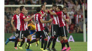 Fiesta vasca. Los jugadores de Athletic celebran la goleada ante los catalanes.