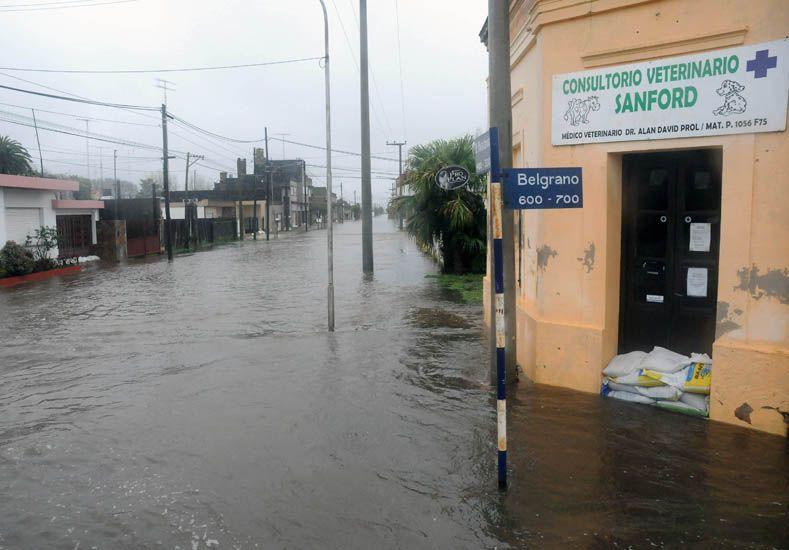 Sitiados. Hay localidades completas rodeadas por el agua