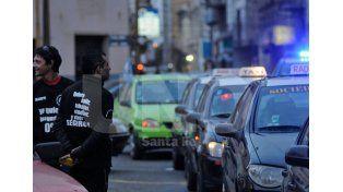 Taxistas y remiseros se movilizarán la semana que viene por la inseguridad