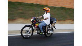 ¿Adiós a las nafta? Un brasileño inventa una moto que funciona con agua