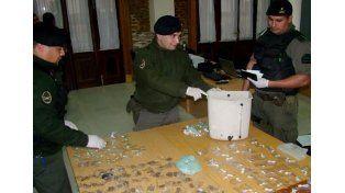 Lo detuvieron por transportar cocaína y marihuana en un calefón