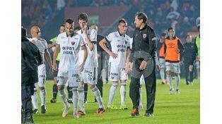 Darío Franco mantiene algunas dudas para confirmar el equipo / Foto: Manuel Testi - Uno Santa Fe