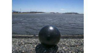 Con las pelotas huecas se logrará evitar que se evaporen cada año más de 1