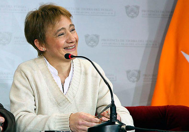 La gobernadora de Tierra del Fuego pidió jubilarse con 51 años y desató la polémica