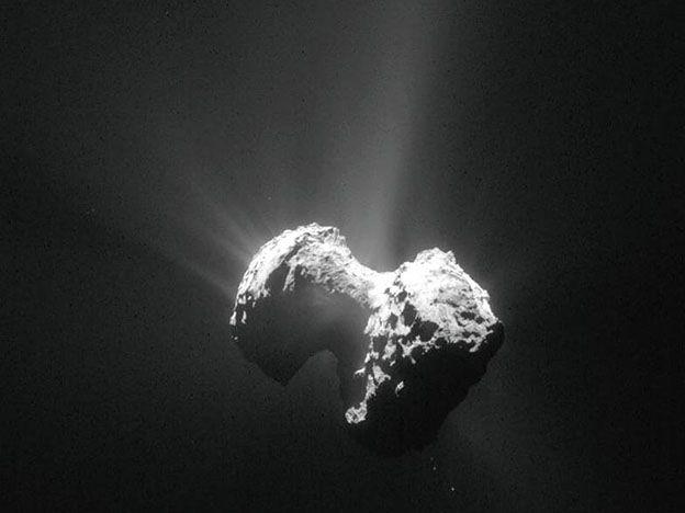 El cometa 67P tiene su cita con el Sol este jueves. Y por primera vez llega acompañado por la sonda europea Rosetta.