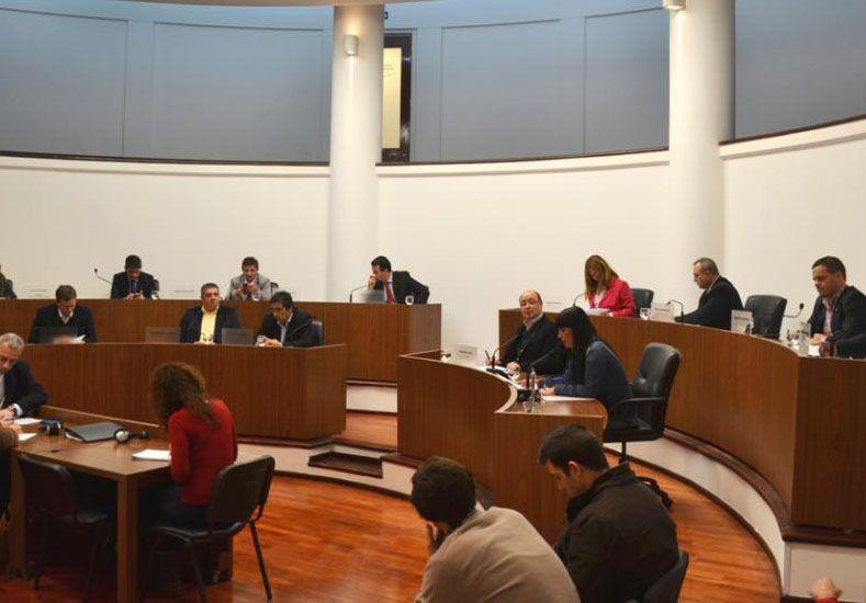 Por los socavones en la ciudad, el Concejo pidió reunirse con autoridades de Aguas Santafesinas