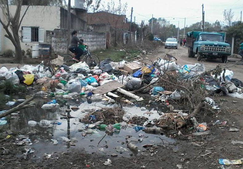 Para terminar con la basura en la calle, San Lorenzo colocará cestos