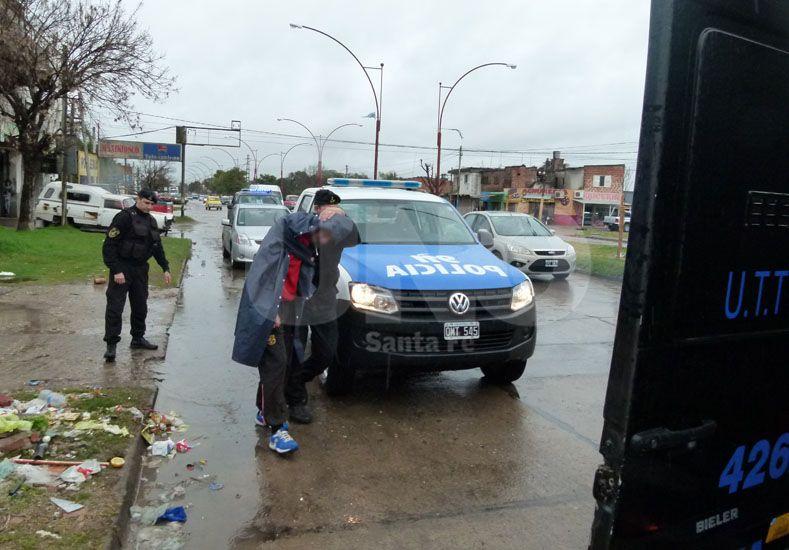 El joven de 27 años detenido en barrio Los Hornos por pegarle a su mujer embarazada.