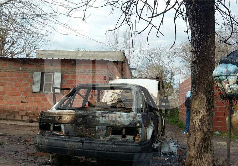 Quemaron otros dos automóviles en distintos barrios de la ciudad