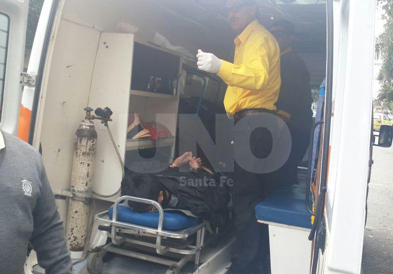 Un delincuente resultó herido en una lluvia de balazos con la policía este mediodía