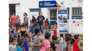 La Policía Comunitaria del barrio Centenario de Santa Fe festejó el día del niño con los vecinos