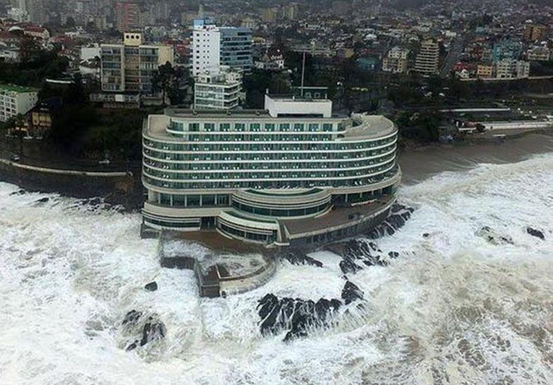 Fuertes imágenes: así entró el agua al Sheraton de Viña durante un temporal
