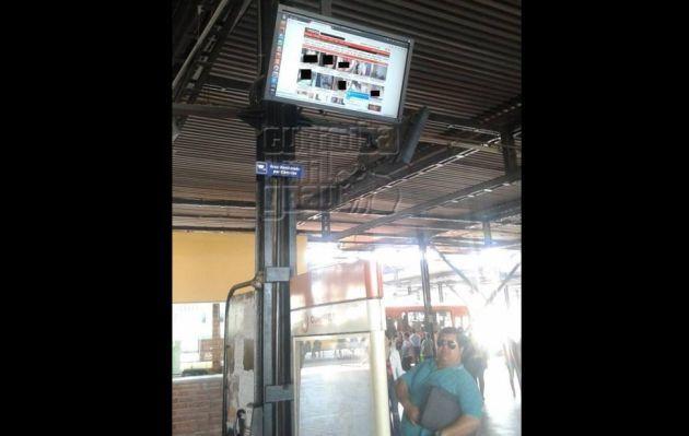 Pornografía invade terminal de ómnibus tras un ataque piratas informáticos