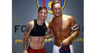¡Apa! Las chicas enloquecieron con lo que Messi tiene escondido