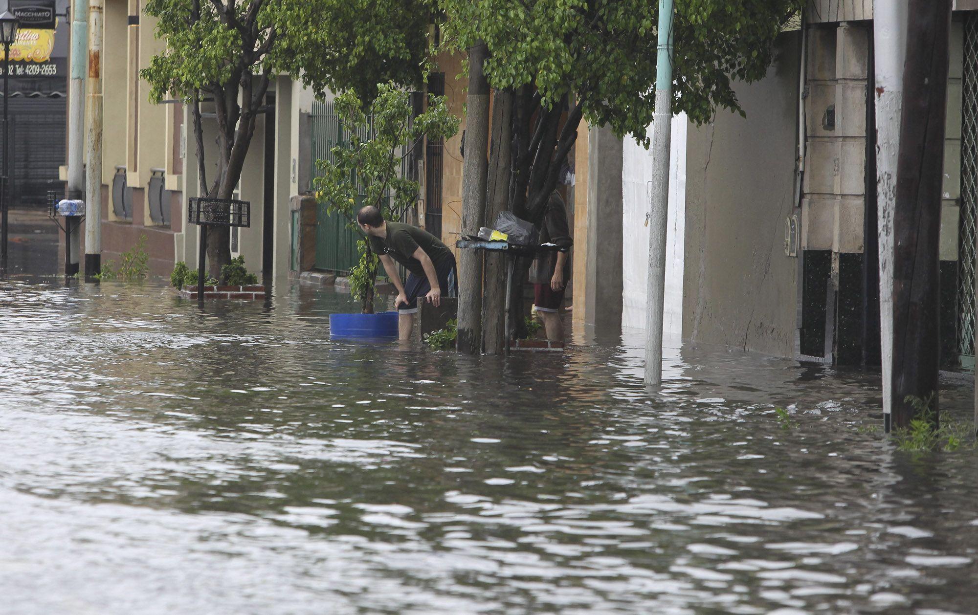 Inundaciones: más de 1.600 evacuados en tierras bonaerenses por los desbordes de ríos