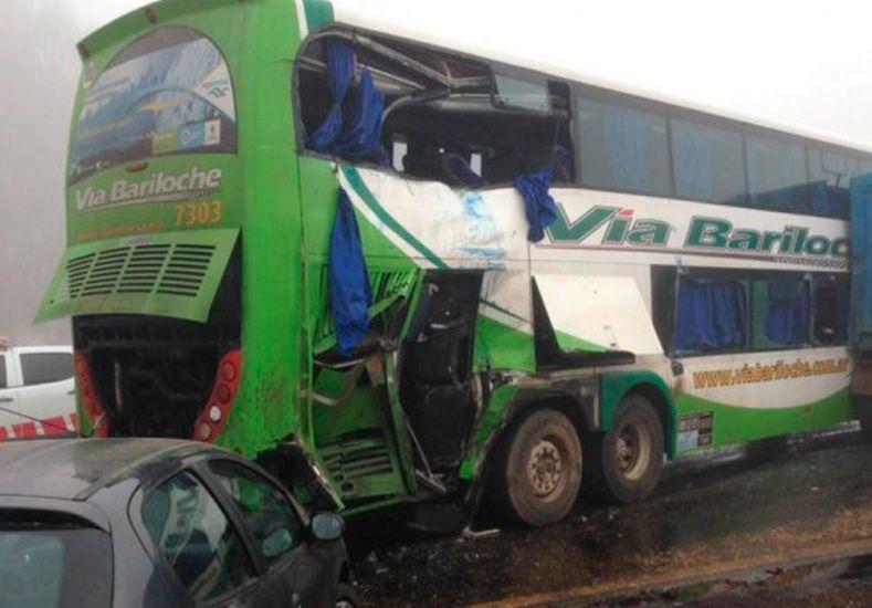 Volvían del viaje de egresados y chocaron: un muerto y 15 heridos