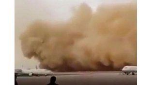 Una tormenta de arena se tragó un aeropuerto