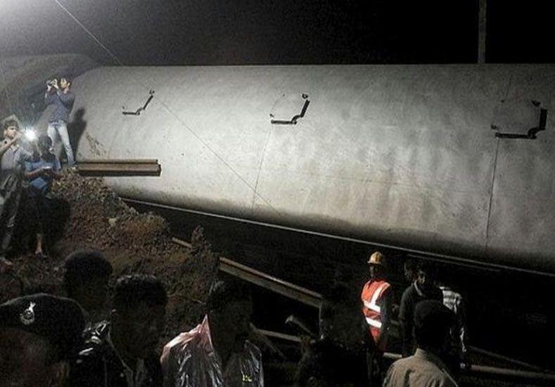 Ascienden a 27 los muertos por el choque de trenes en India
