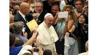 El Papa dijo que los divorciados que inician nueva convivencia no son excomulgados