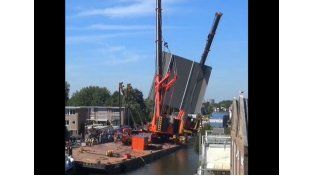 Dos grúas en Holanda colapsaron y dañaron edificios