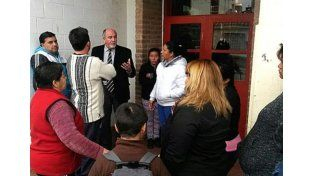 Escándalo en Córdoba por la foto de profesor desnudo en el baño de una escuela