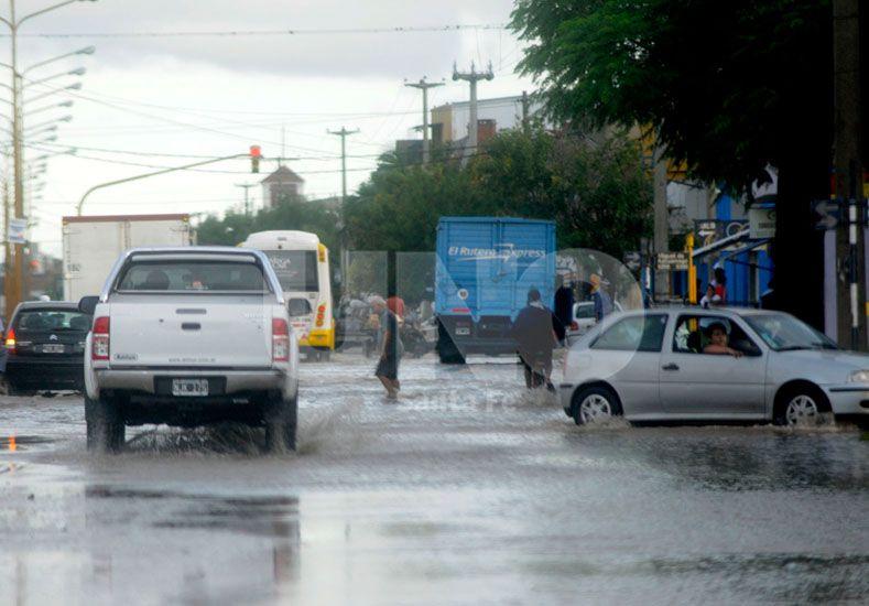 Urgencia. Las últimas lluvias fuertes complicaron la cuenca que aliviará el Larrea.  Foto: José Busiemi