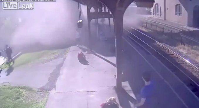 Un nene robó un tren y lo chocó