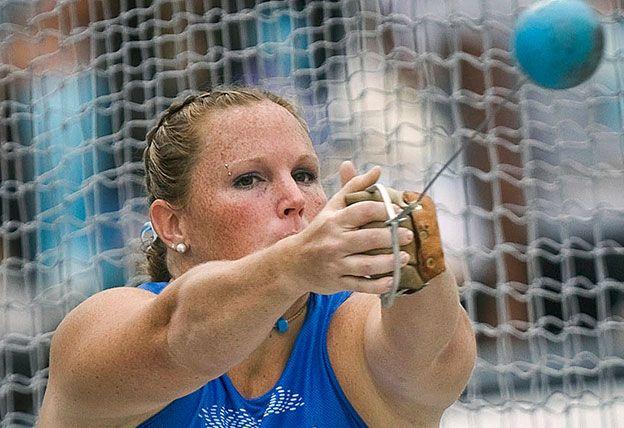 La atleta Jennifer Dahlgren tiró el martillo y se desnudó